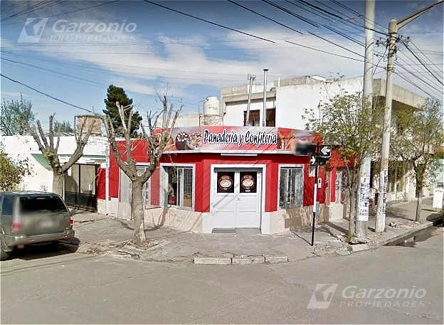 Foto Local en Venta en  Trelew ,  Chubut  San Martín y Marconi. Oportunidad de Inversión,
