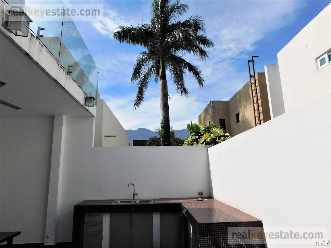 Foto Casa en Venta en  Monterrey ,  Nuevo León  Casa en Venta en La Rioja, Carretera Nacional, Monterrey, N. L.