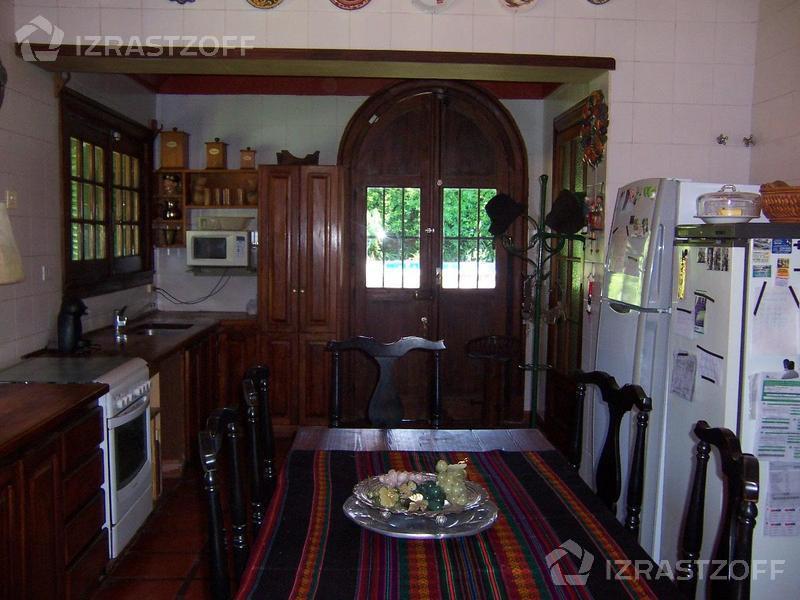 Casa-Venta-Olivos-Catamarca  2700 e/J.B.Alberdi y R. S. Peña