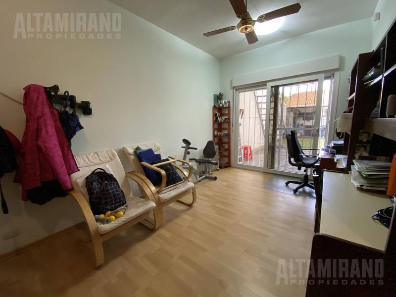 Foto Casa en Venta en  Villa Ballester,  General San Martin  Lamadrid al 2800 esquina Esmeralda