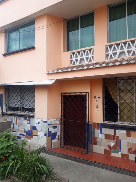 Foto Casa en Venta en  Sur de Quito,  Quito  Casa de venta varios departamentos Sur de Quito - Ciudadela Ibarra
