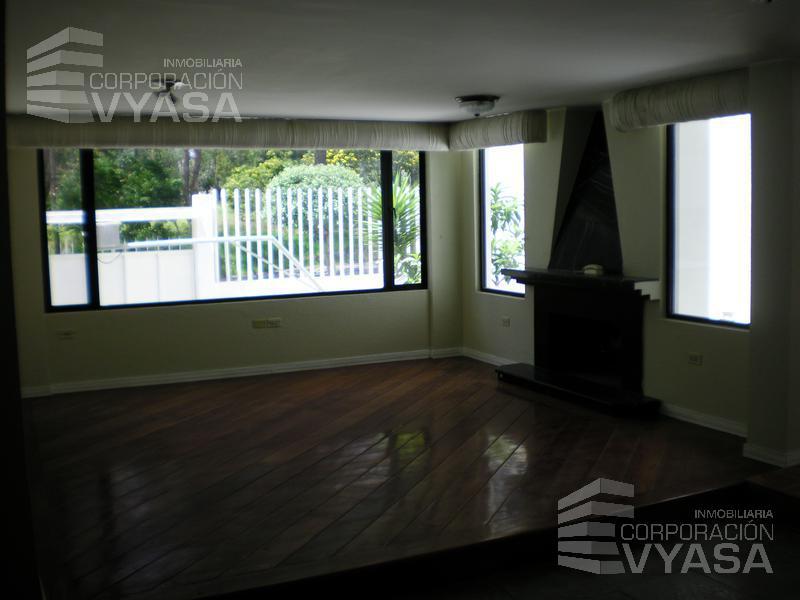 Foto Casa en Venta en  El Condado,  Quito  EL CONDADO - DENTRO DE LA URBANIZACIÓN, HERMOSA CASA DE VENTA DE 340 M2