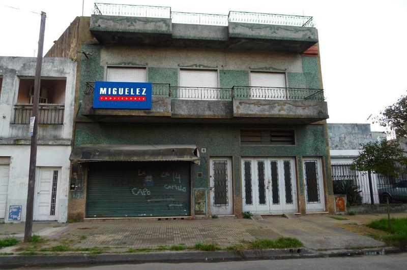 Foto Local en Venta en  Remedios De Escalada,  Lanus  Juan B. Justo 3277