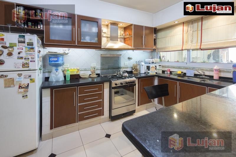 Foto Casa en Venta en  B.Naon,  Liniers  Casa de 3 ambientes, barrio Naón, liniers, Zelada al 7.500, con patio y terraza.