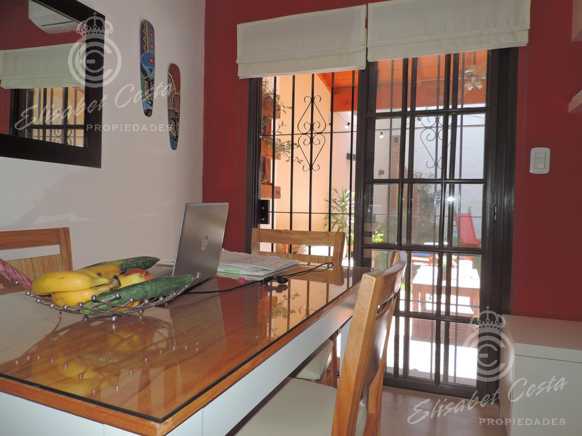 Foto PH en Venta en  Lanús ,  G.B.A. Zona Sur  Sarmiento al 1100