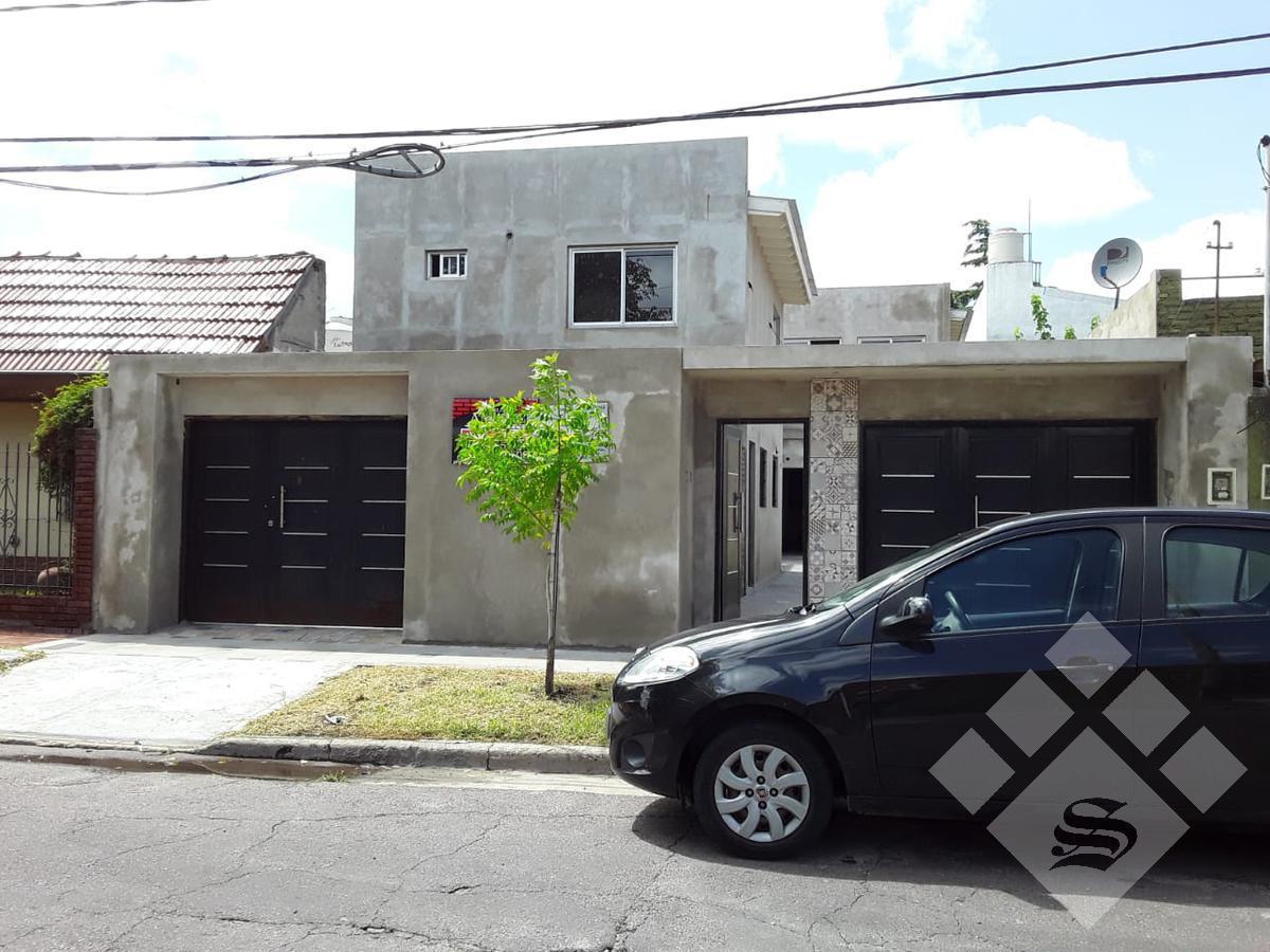Foto Casa en Venta en  Castelar,  Moron  Chivilcoy 2400
