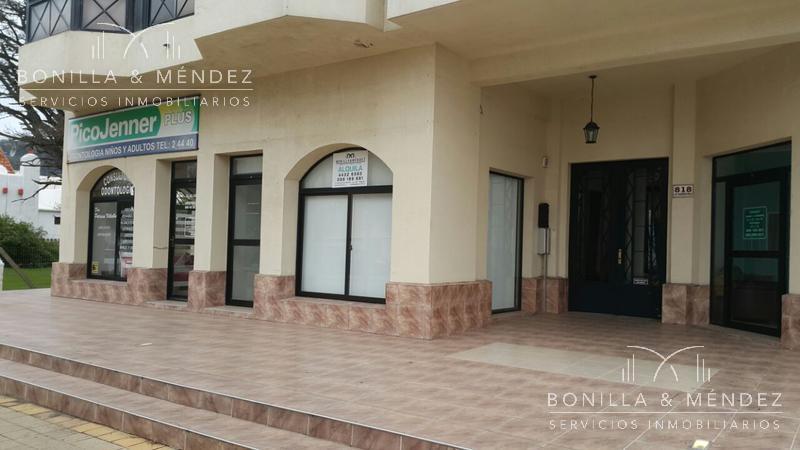 Foto Local en Venta en  Rinconada,  Piriápolis   Local comercial Avda. Piria al 800