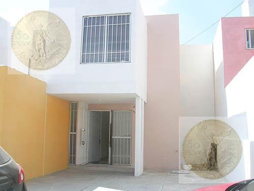 Foto Casa en Renta en  Fraccionamiento Misión de Carrillo,  Querétaro      Amplia casa, bien ubicada