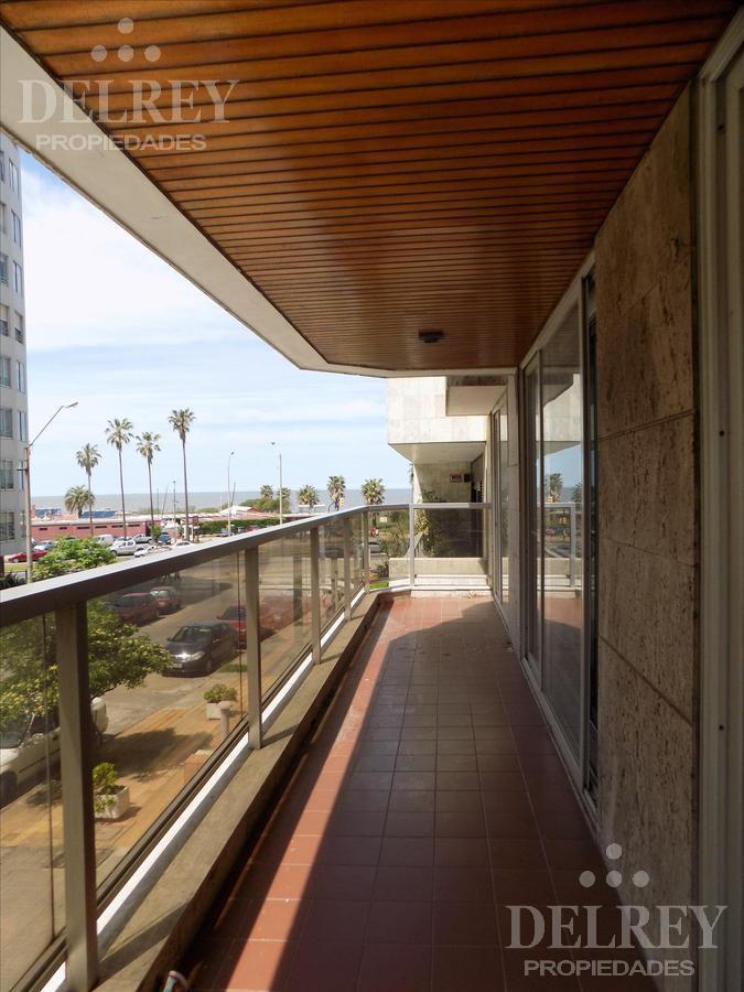 Foto Departamento en Alquiler en  Villa Biarritz ,  Montevideo  Caracé y Rambla