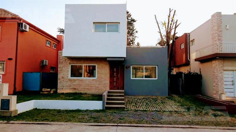Foto Casa en Venta en  Countries/B.Cerrado,  Ituzaingo  Martin Castro al 2300