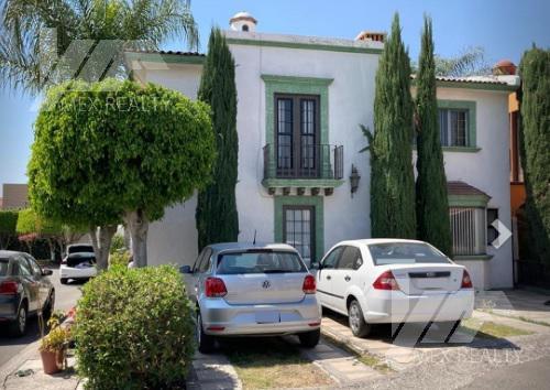 Foto Casa en Venta en  Fraccionamiento San Miguel,  Querétaro  Casa en Venta, Fracc. Hacienda San Miguel, 4 Recamaras, Querétaro, Clave GERA23