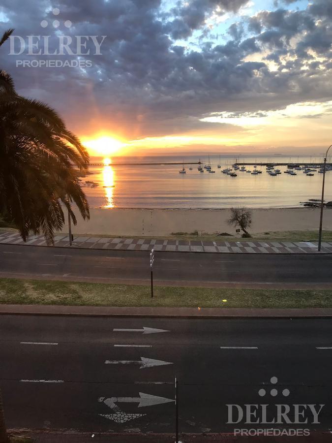 Foto Departamento en Venta en  Puerto Buceo ,  Montevideo  Rambla  Puertito