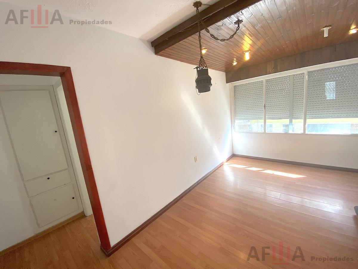 Foto Casa en Venta en  Centro (Montevideo),  Montevideo  Curiales al 1500