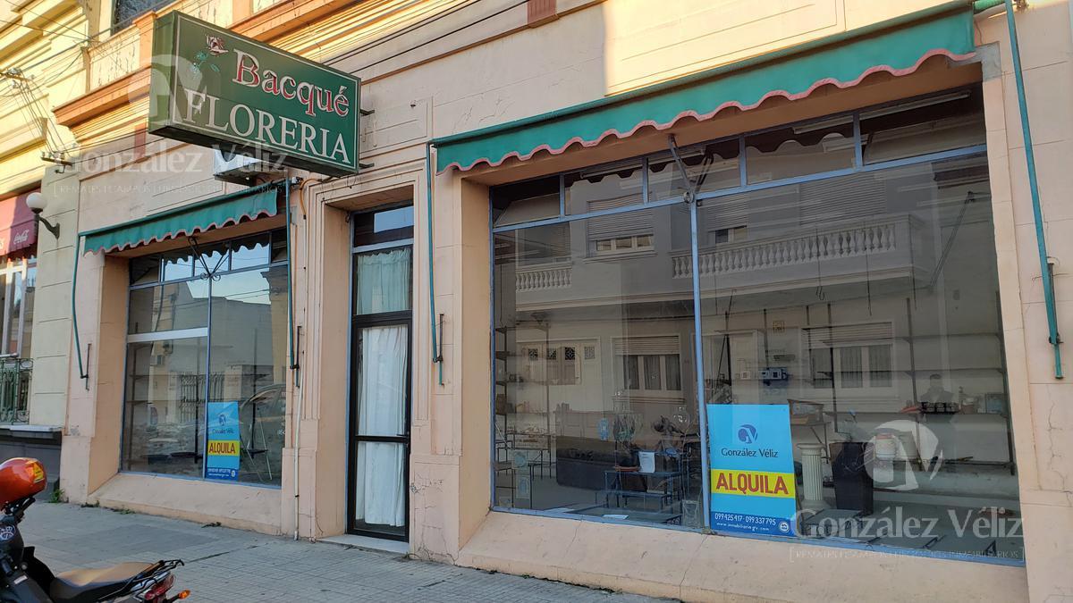 Foto Local en Alquiler en  Zona centro,  Carmelo  Buen local en 19 de Abril entre Isidoro y 33