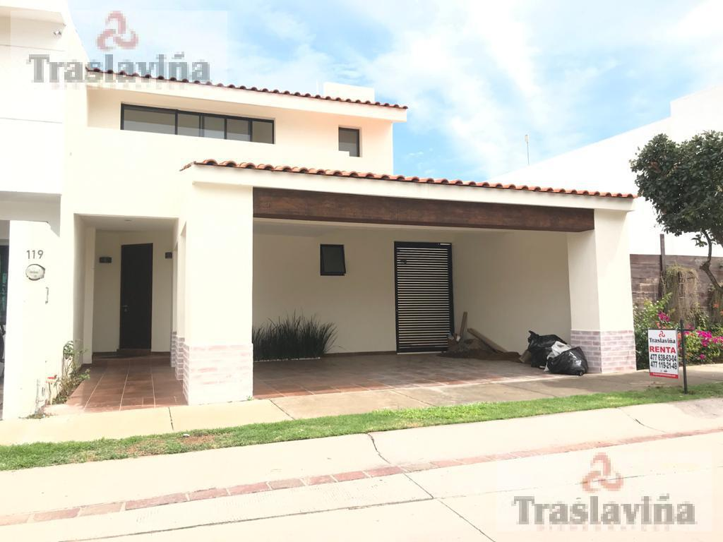 Foto Casa en Renta en  Residencial Punta del Este,  León  Fracc. Punta del Este,  amplio Jardín!!
