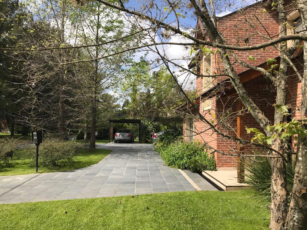 Mieres Propiedades - Casa de 400 mts en Highland Park C.C.