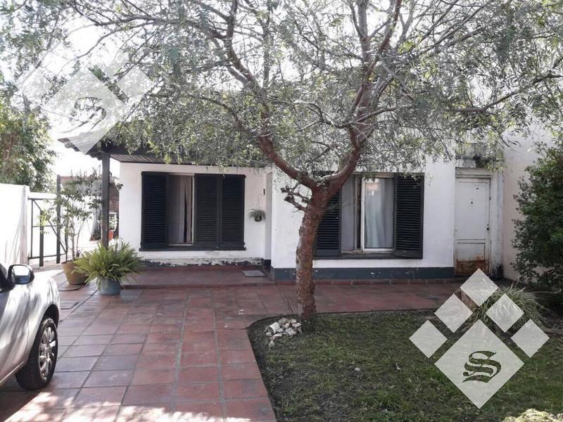 Foto Casa en Venta en  Castelar,  Moron  Alem 2800
