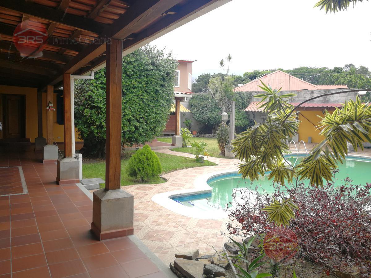 Foto Casa en Venta en  San Pedro Sula,  San Pedro Sula  Casa con amplio patio en venta en Los Álamos