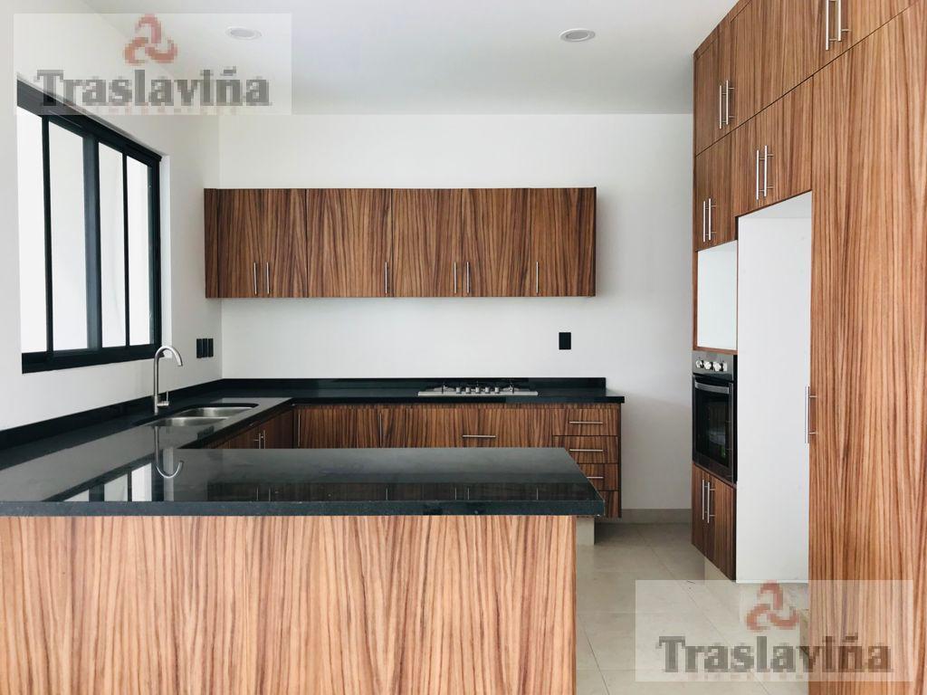 Foto Casa en Venta en  El Mayorazgo,  León  Estrena casa Moderna con 3 recamaras y 3 baños