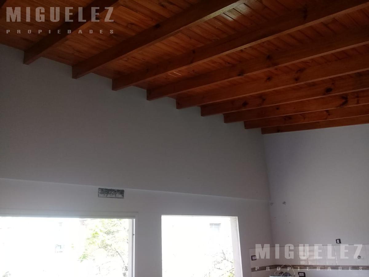 Foto Departamento en Venta en  Lomas De Zamora ,  G.B.A. Zona Sur  PORTELA 95