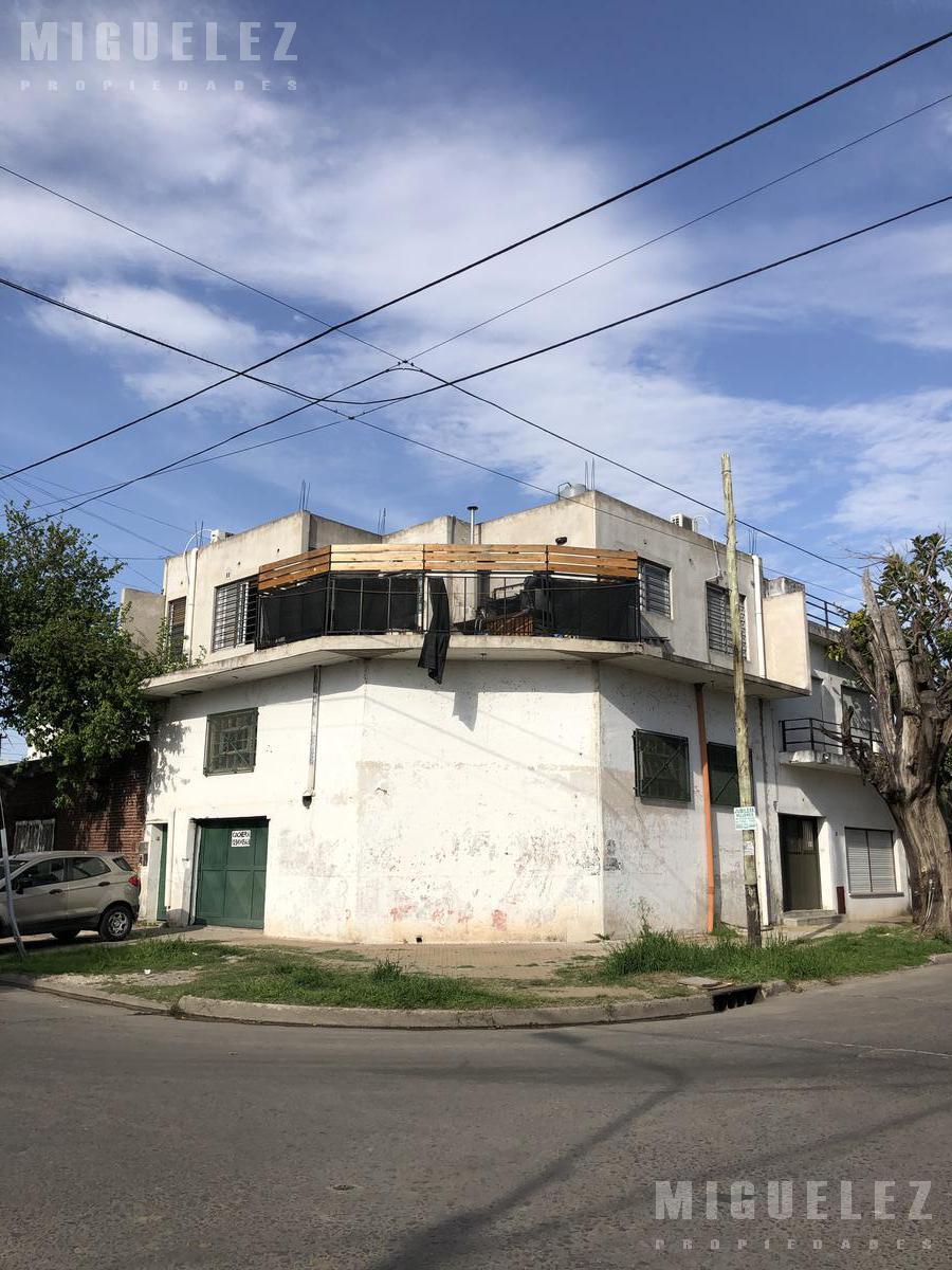 Foto Casa en Venta en  Remedios De Escalada,  Lanus  ALBARRACIN 2710, ESCALADA