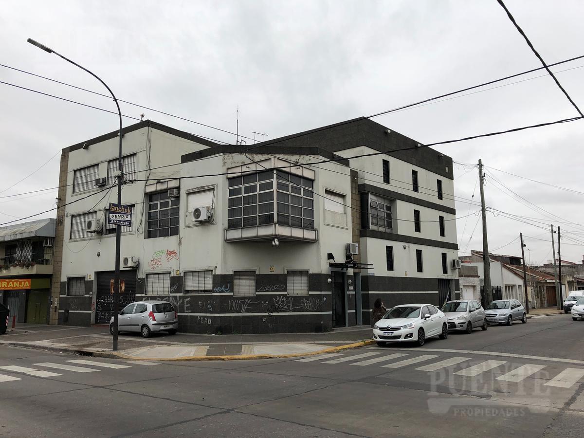 Foto Edificio Comercial en Venta en  Lanús,  Lanús  Catamarca 1097