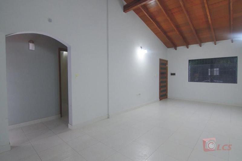 Foto Casa en Alquiler en  Lambaré ,  Central  Hiper El Pueblo