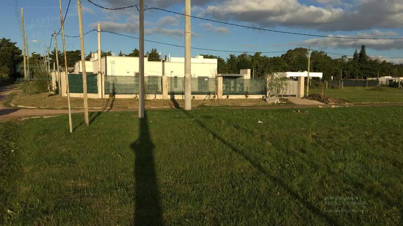 Foto Terreno en Venta en  Joaquin Gorina,  La Plata  487 esquina 136 - Gorina