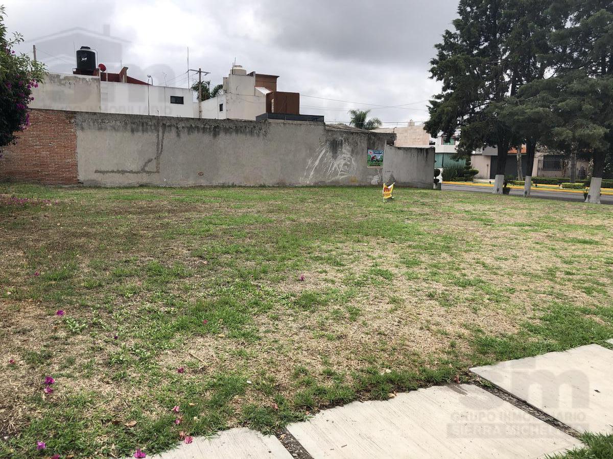 Foto Terreno en Venta |  en  Puebla de Zaragoza ,  Puebla  Terreno en venta en Barrio de Arboledas
