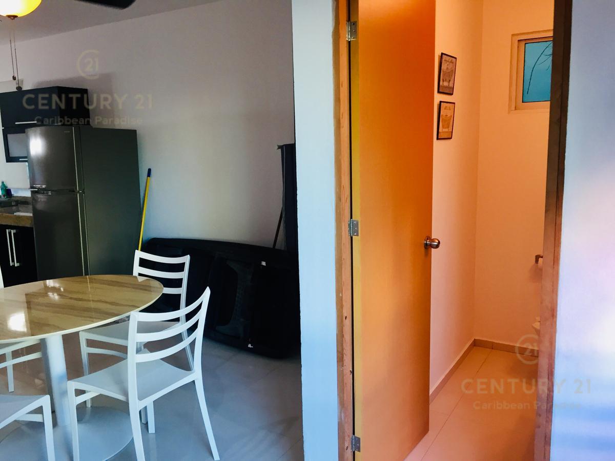 Foto Casa en Venta en  Playa del Carmen,  Solidaridad  Propiedad de 2 departamentos, Jacuzzi privado, alberca, centro P2347