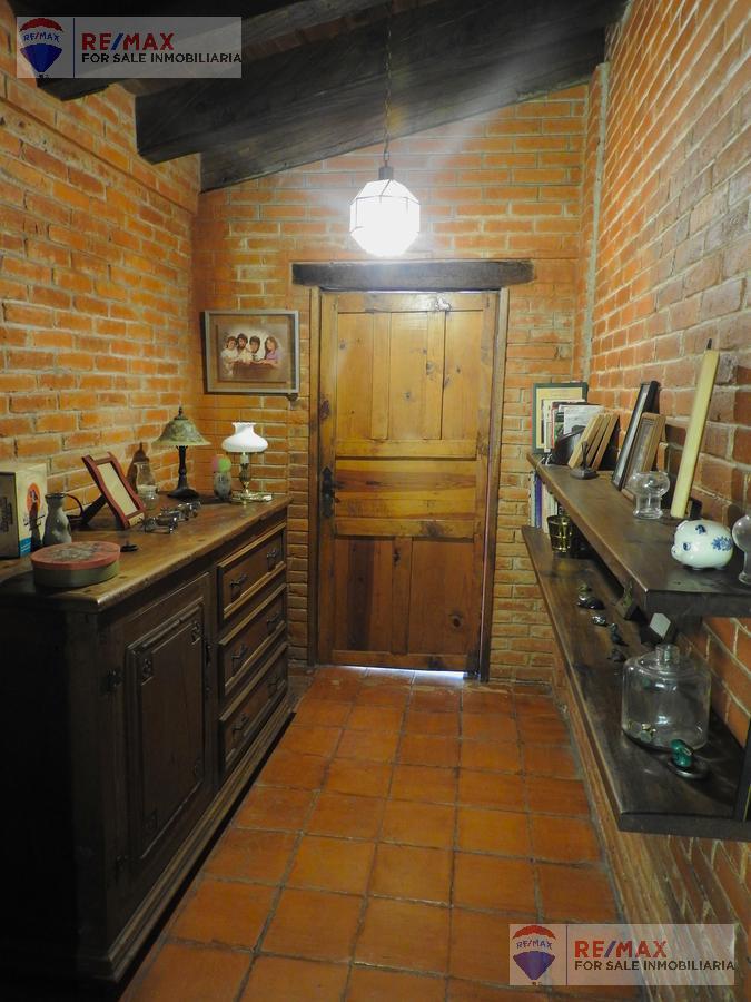 Foto Casa en Venta en  Fraccionamiento Rancho Cortes,  Cuernavaca  ¡Atención! Se vende como terreno, Rancho Cortes, Cuernavaca…Clave 3536
