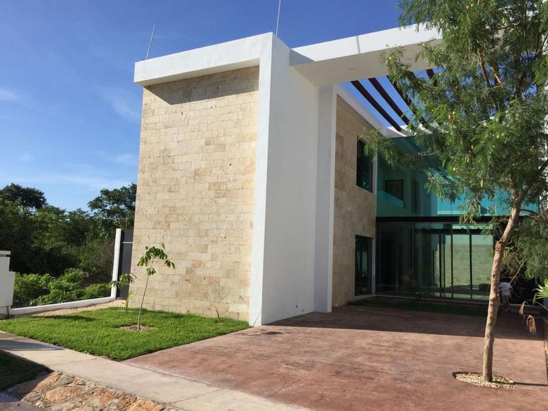 Foto Casa en Venta en  Conkal ,  Yucatán  Casa en Venta en Privada Arborea en Conkal 4 recámaras y alberca