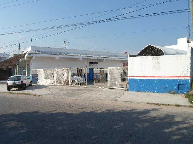 Foto Local en Venta en  Bosques San Miguel,  Cancún  Se Venden Locales en Cancun Sobre Av Chac Mool en Bosques San Miguel