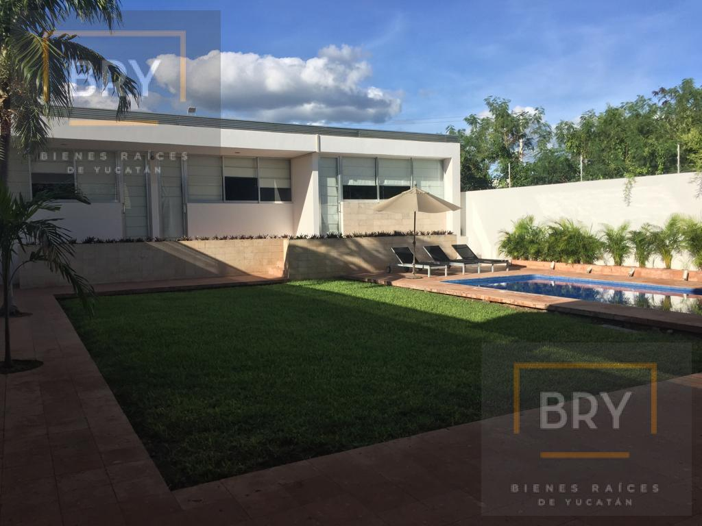Foto Casa en Venta en  Pueblo Temozon Norte,  Mérida  Se Vende Amplia y Lujosa Residencia con Piscina por el rumbo de la Universidad Marista