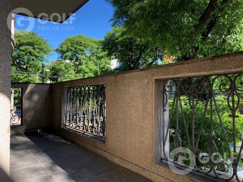 Foto Departamento en Alquiler en  Pocitos Nuevo ,  Montevideo  PH de altos, 2 dormitorios, patio con parrillero y garaje