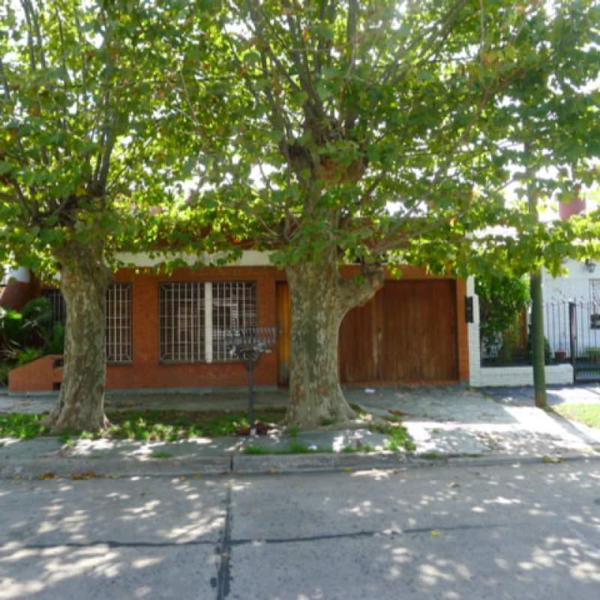 Foto Casa en Venta en  Banfield,  Lomas De Zamora  Pintos 1750