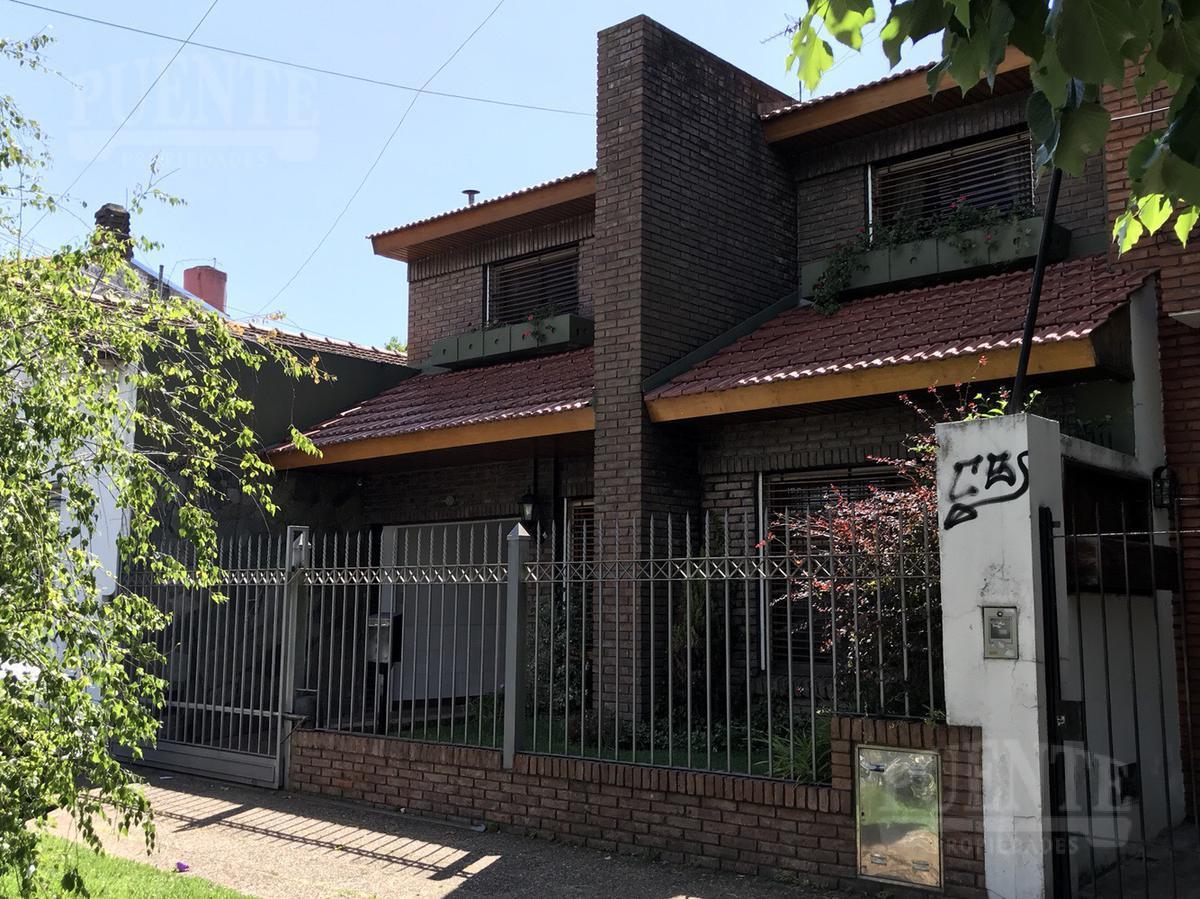 Foto Casa en Venta en  Lomas de Zamora Oeste,  Lomas De Zamora  Almafuerte 459