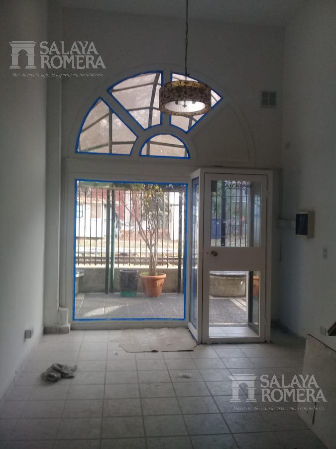 Foto Local en Alquiler en  Olivos,  Vicente López  Corrientes al 500