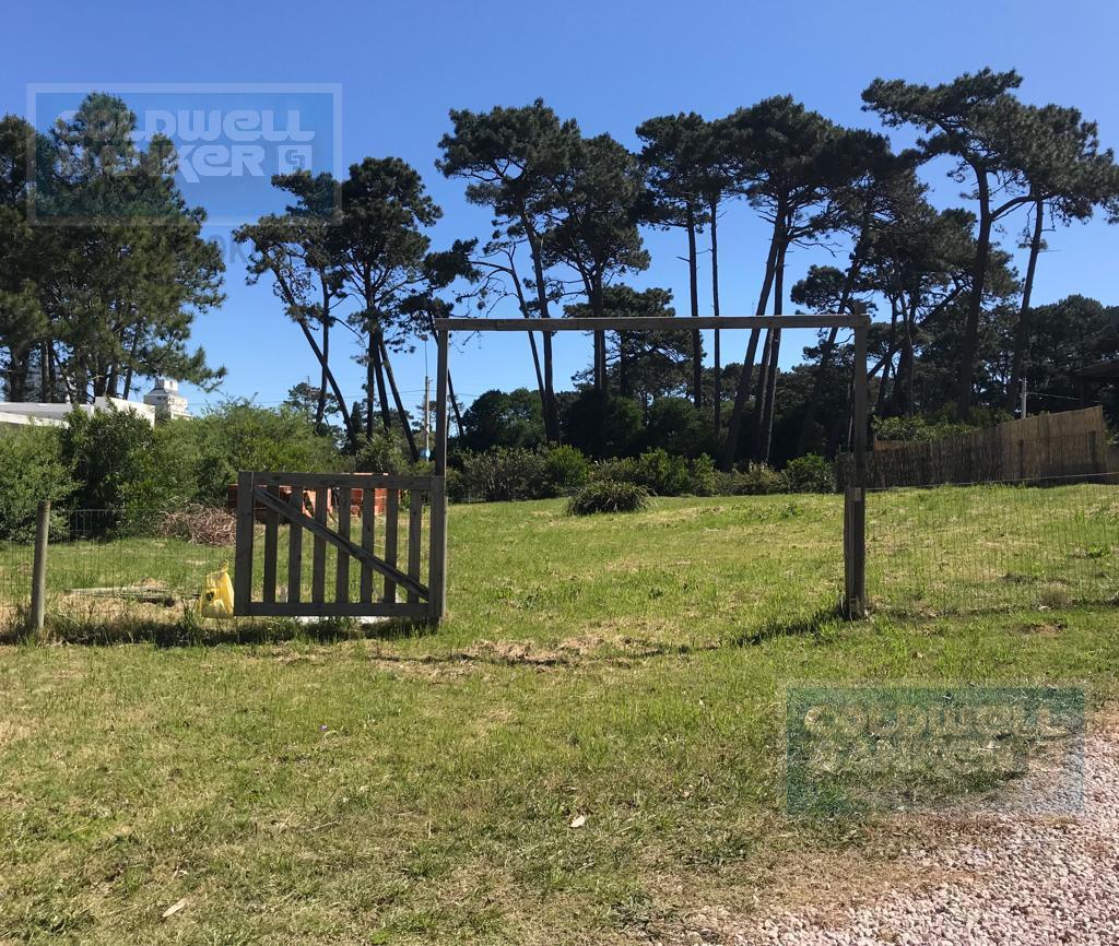 Foto Terreno en Venta en  Cantegril,  Punta del Este  Terreno en venta en barrio privado en Cantegril