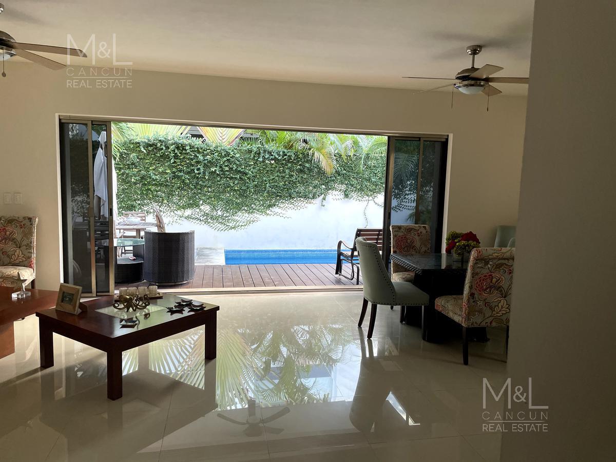 Foto Casa en Venta en  Residencial Cumbres,  Cancún  Casa en Venta en Cancún, Residencial Cumbres, de 4 recámaras