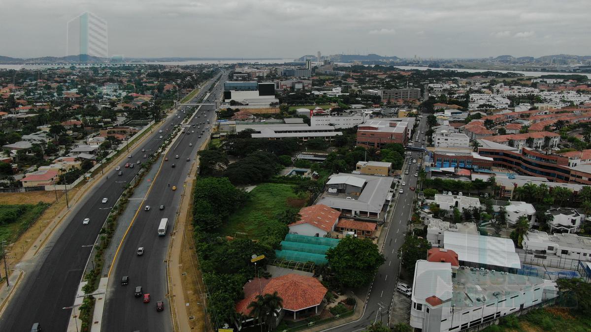 Foto Terreno en Venta en  Samborondón,  Guayaquil  VENTA DE TERRENO COMERCIAL VIA SAMBORONDON