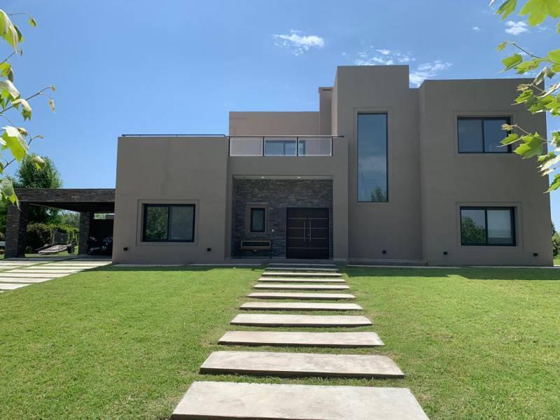 Foto Casa en Venta en  Estancias Del Pilar,  Countries/B.Cerrado (Pilar)  Venta - Excelente Casa en Estancias Golf - Bayugar Negocios Inmobiliarios