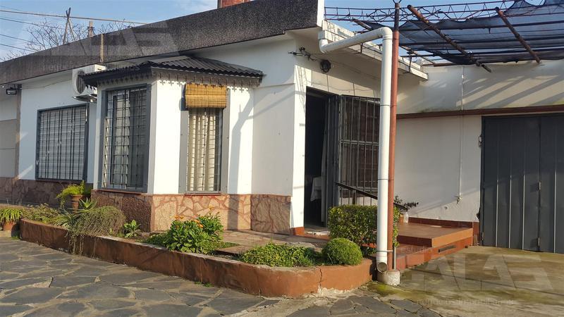 Foto Local en Venta en  Ituzaingó ,  G.B.A. Zona Oeste  Brandsen 1471/1477