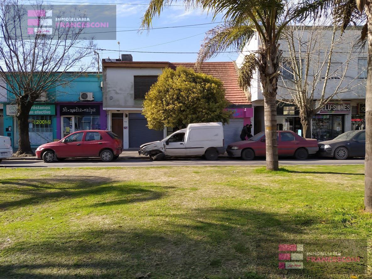 Foto Local en Venta en  Los Hornos,  La Plata  137 61 y 62