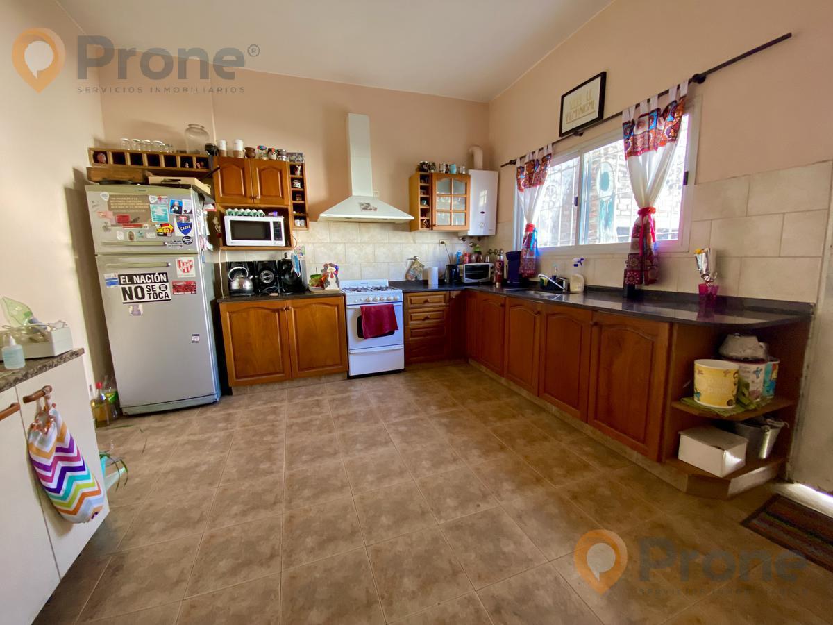 Foto Casa en Venta en  Refinerias,  Rosario  La Florida Bis al 100 4 Dormitorios. Patio. Cochera.