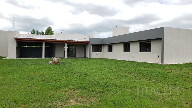 Foto Casa en Venta en  Fincas del sur 2,  Cordoba Capital  Fincas del sur 2 - Imperdible - 3/4 Dorm - 4 bños - calef Ctral - Coch/2 - Posesión Inmediata!