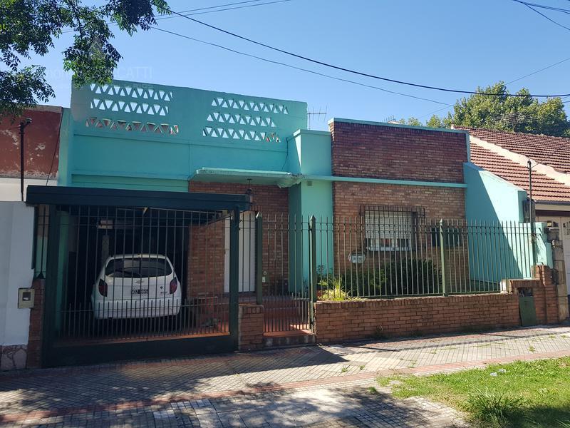 Foto Casa en Venta |  en  Lomas de Zamora Oeste,  Lomas De Zamora  Boqueron 180