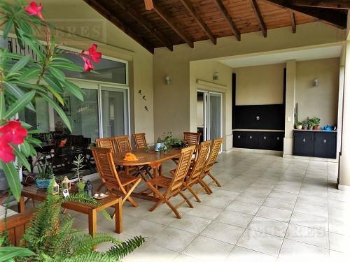 Casa de 320 mts. en La Pradera