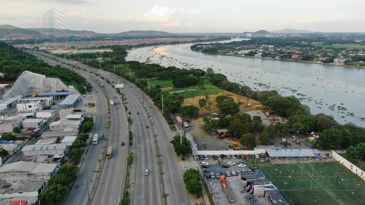 Foto Terreno en Venta en  Guayaquil ,  Guayas  VENTA DE TERRENO TERMINAL PASCUALES AL PIE DE LA VIA.