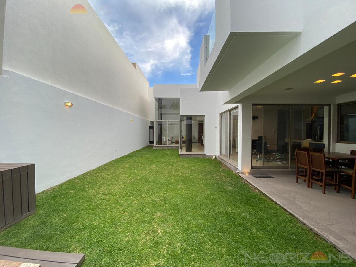 Foto Casa en Venta en  Villantigua,  San Luis Potosí  Moderna Casa Residencial de Lujo en Fracc. Villantigua SLP